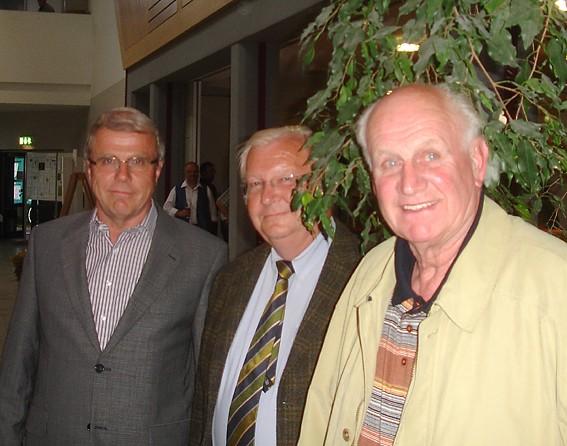 Norbert Möller (Mitte) und Karl Seyler (rechts) vertraten die NABU-Gruppen Großenhausen und Eidengesäß; Foto: NABU/S.Winkel