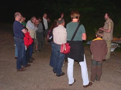 Rudi Ziegler (l.) und Michael Röth führen in Gelnhausen-Höchst eine Fledermausexkursion durch (Foto: Michael Röth)