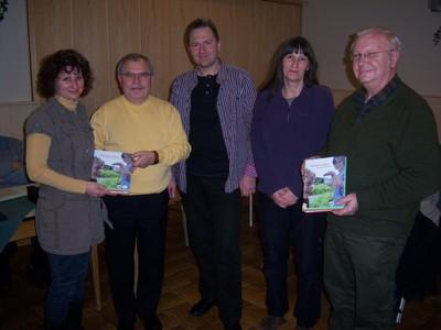 Der NABU-Vorstand unterstützt die Kindergruppen in Brachttal und Grossenhausen mit Aktionsmaterial (Foto: Horst Basermann)
